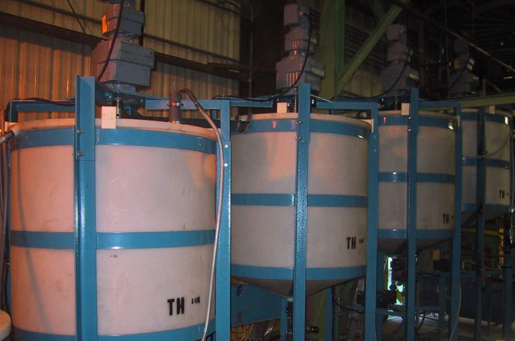 Pilot plant thickeners configured in a counter-current decantation circuit.